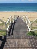 Escaleras abajo a la playa Imagenes de archivo