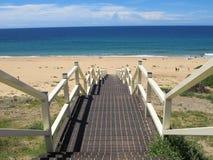 Escaleras abajo a la playa 2 Imagen de archivo libre de regalías