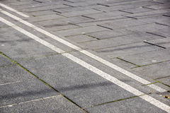 Escaleras abstractas, pasos abstractos, escaleras en la ciudad, escaleras del granito, escalera de piedra ancha vista a menudo en Fotografía de archivo
