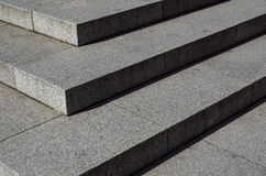 Escaleras abstractas, pasos abstractos, escaleras en la ciudad, escaleras del granito, escalera de piedra ancha vista a menudo en Foto de archivo libre de regalías