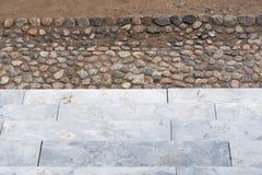 escaleras Abstraiga los pasos de progresión Escaleras en la ciudad Escaleras del granito Escalera de piedra vista a menudo en los Imágenes de archivo libres de regalías