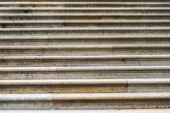 escaleras Abstraiga los pasos de progresión Escaleras en la ciudad Escaleras del granito Escalera de piedra vista a menudo en los Foto de archivo libre de regalías