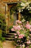 Escaleras al jardín en castillo medieval Imagen de archivo libre de regalías