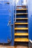 Escaleras amarillas de la nave Foto de archivo libre de regalías
