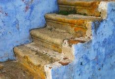 Escaleras azules fotos de archivo
