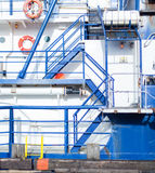 Escaleras azules de la nave de Zig Zag Imagen de archivo