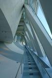 Escaleras azules para arriba imagen de archivo