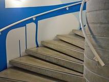 Escaleras clásicas modernas del estilo del minimalismo Fotos de archivo