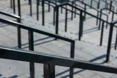 Escaleras con las barandillas y los pasos Fotos de archivo libres de regalías