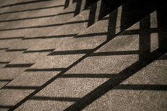 Escaleras con las sombras diagonales Imagenes de archivo