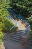 Escaleras con las verjas azules imagen de archivo libre de regalías