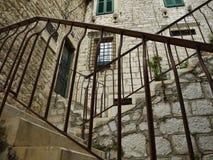 Escaleras con los soportes del metal Fotografía de archivo libre de regalías