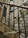 Escaleras con los soportes del metal Imagen de archivo libre de regalías