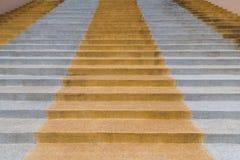Escaleras concretas modernas abstractas a la construcción, escalera Foto de archivo libre de regalías