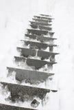 Escaleras cubiertas con una nieve Imagen de archivo