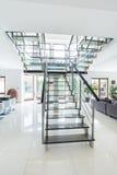 Escaleras de cristal en casa moderna Fotografía de archivo libre de regalías