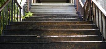 Escaleras de la calzada al aire libre y acción de la foto del fondo Fotos de archivo
