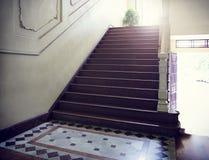 Escaleras de la calzada del vintage foto interior y del fondo Fotos de archivo libres de regalías