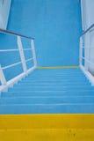 Escaleras de la cubierta de barco de la travesía Fotos de archivo libres de regalías