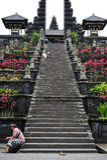Escaleras de la entrada del templo de Besakih Foto de archivo libre de regalías