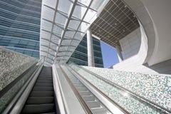 Escaleras de la escalera móvil Fotos de archivo