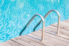 Escaleras de la piscina Fotografía de archivo