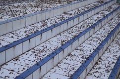 Escaleras de la piscina sucia Fotografía de archivo