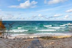 Escaleras de la playa en el lago Superior en la península superior de Michigan Fotografía de archivo