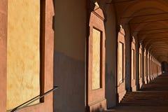 Escaleras de la 'promenade' en Bolonia, Italia Foto de archivo libre de regalías