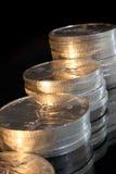 Escaleras de las monedas de plata Fotos de archivo libres de regalías