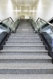 Escaleras de mármol ascendentes fotos de archivo