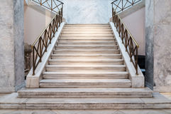 Escaleras de mármol dentro Foto de archivo libre de regalías