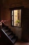 Escaleras de madera de la sinagoga en Córdoba foto de archivo libre de regalías