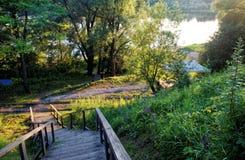 Escaleras de madera en el campo en verano Fotografía de archivo