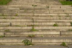 Escaleras de piedra en el terraplén del río Imagen de archivo