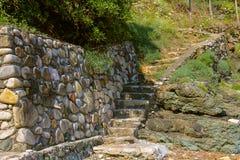 Escaleras de piedra en la costa del mar tirreno, Marciana Marina Imagen de archivo