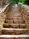 Escaleras de piedra viejas en el jardín Imagenes de archivo