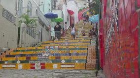 Escaleras de Selaron en Rio de Janeiro almacen de metraje de vídeo