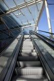 Escaleras del balanceo de la escalera móvil Imágenes de archivo libres de regalías