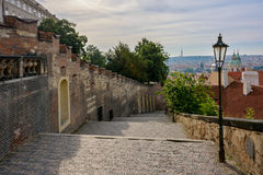 Escaleras del castillo del castillo de Praga en Lesser Town, Praga, República Checa Imagen de archivo libre de regalías