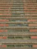 Escaleras del ladrillo y del vidrio foto de archivo