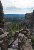 Escaleras del metal llevando abajo de la torre de fuego del puesto de observación del pico de Harney en el rastro del pico de Har Fotos de archivo libres de regalías