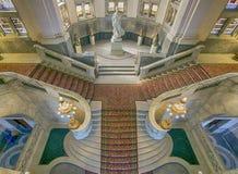 Escaleras del palacio de la paz imagenes de archivo