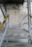 Escaleras del peligro en fábrica vacía vieja Foto de archivo libre de regalías