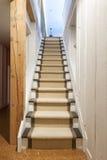 Escaleras del sótano en casa Foto de archivo