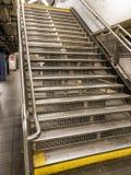 Escaleras del subterráneo de Nueva York imágenes de archivo libres de regalías