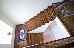 Escaleras en casa moderna Imagen de archivo libre de regalías