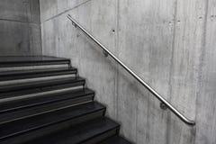 Escaleras en detalle moderno del edificio fotos de archivo libres de regalías