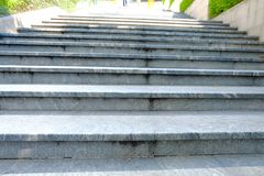 Escaleras en el camino imagen de archivo