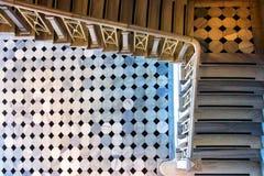 Escaleras en el edificio viejo Escaleras de m?rmol foto de archivo